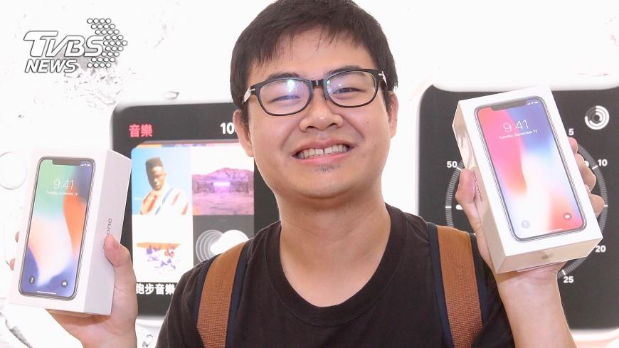 圖/中央社 iPhone X台灣開賣   他靠6人搶直營店頭香