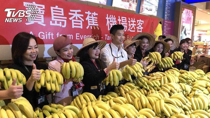 圖/中央社 昇恆昌助蕉農 6噸香蕉分享桃機旅客