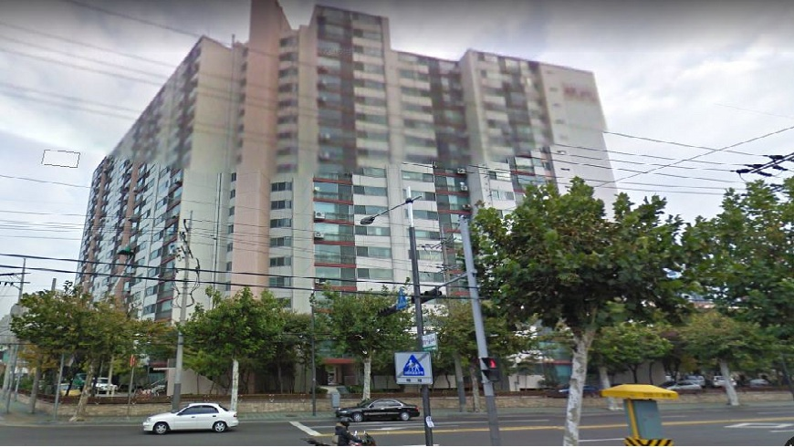 南韓首爾城東區一名婦人從13樓頂樓跳樓輕生,結果壓到一名68歲老翁,雙雙喪命。(示意圖/翻攝自Google Map) 韓版燒肉粽事件?憂鬱婦跳樓輕生 壓死路過老翁