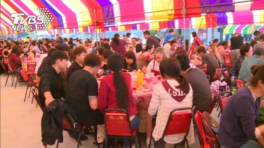 辦桌是台灣傳統文化之一。(示意圖/TVBS資料畫面) 吃流水席遇「無美感」水果盤 他看傻:第一次遇到