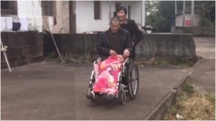 圖/取自大陸微博 真愛!妻不離棄照顧38年 癱瘓翁淚謝:下輩子換我