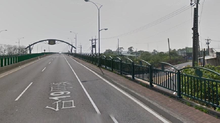 台南麻善大橋13日驚傳有人輕生。示意圖/Google Map 男麻善大橋上吊亡 「懸掛半空」嚇歪騎士