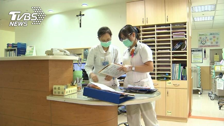 圖/TVBS資料畫面 色男摸護理師大腿 被拒怒嗆「妳鑲金的?」