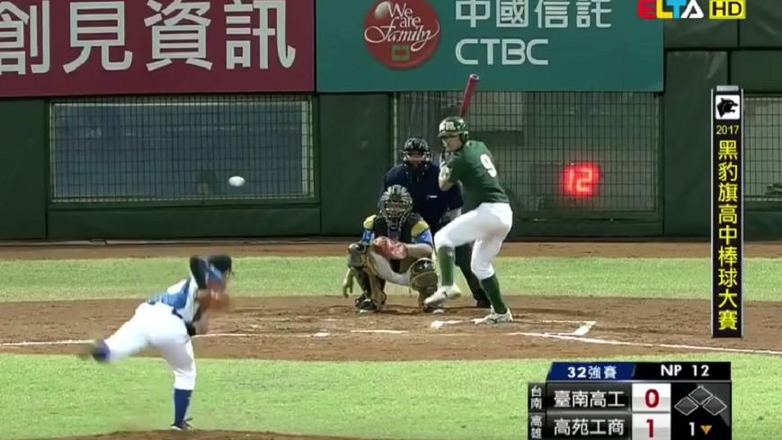 台灣高中生的變化球意外引發討論。圖/翻攝自《reddit》 進壘急墜!台灣高中生「魔球」 引國外網友熱議