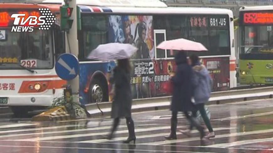 圖/TVBS資料畫面、中央氣象局 雨不停歇!今稍回暖 週三又有冷空氣報到