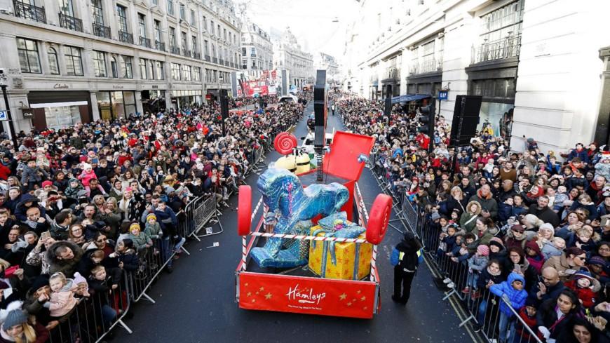 耶誕節將至 倫敦玩具大遊行萬人空巷