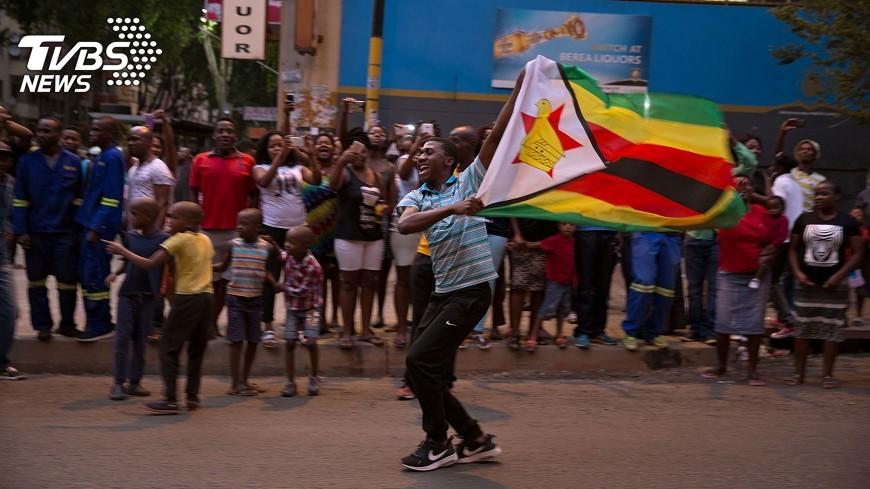 圖/達志影像路透社 萬年總統穆加比終下台 辛巴威舉國歡騰