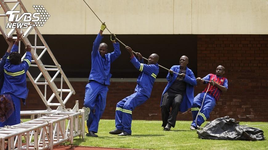 圖/達志影像美聯社 穆加比垮台  辛巴威人享受無索賄公路