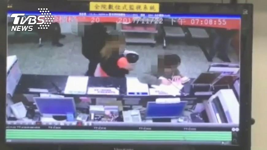 圖/TVBS 女童遭虐死遺體久不闔眼 檢警氣罵兇手不是人