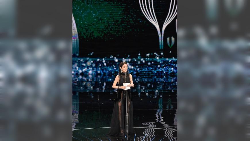 圖/金馬執委會提供 林依晨半透明黑紗禮服頒獎 引言獲讚得體幽默
