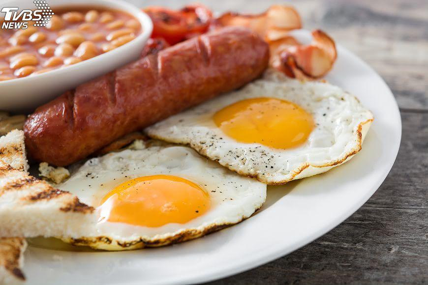 示意圖/TVBS 早餐還在吃熱狗蛋? 當心過多引發慢性病!