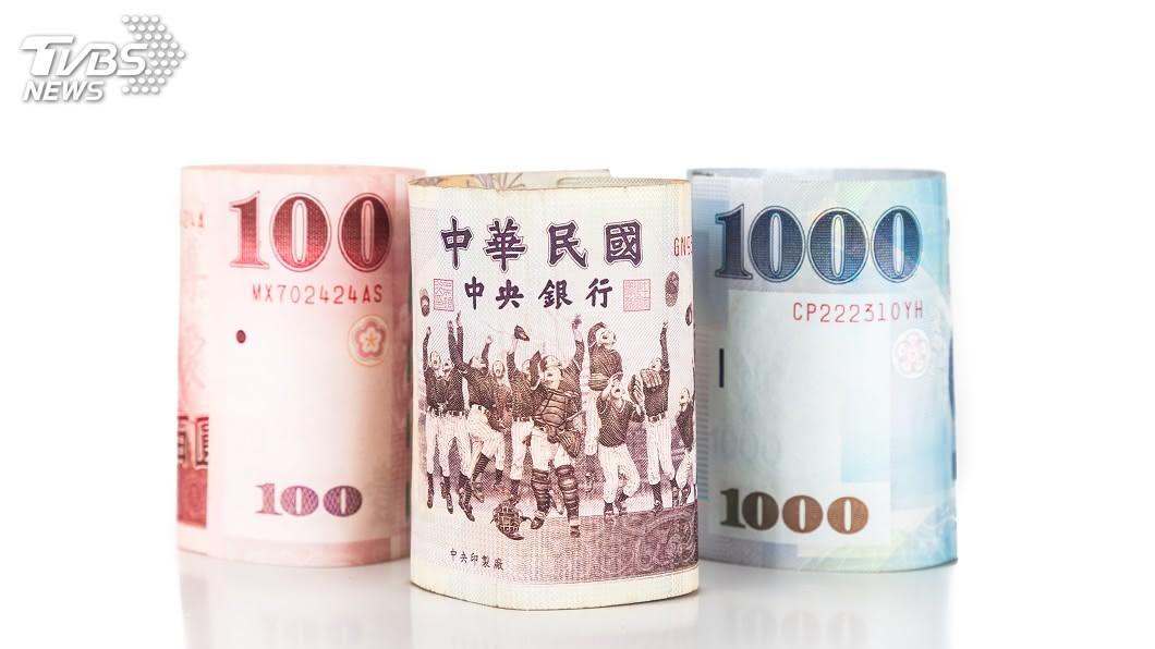 新台幣狂漲。(示意圖/shutterstock 達志影像) 台幣狂漲央行求救 金管會擬調高外幣傳統保單限額