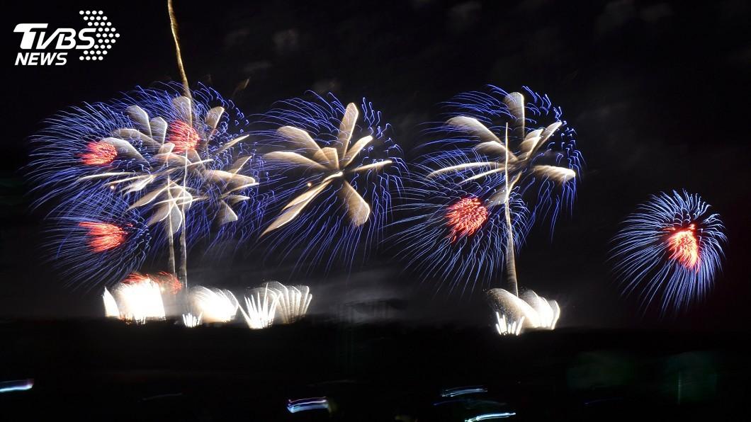 圖/中央社資料畫面 國慶焰火估10萬人觀賞 屏縣府出動300輛接駁車