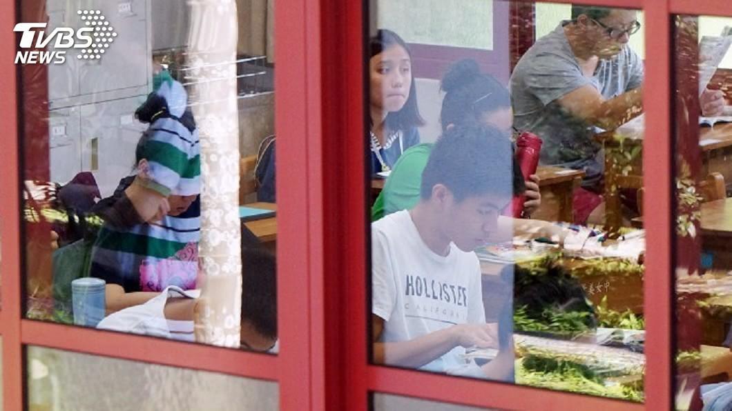 圖/中央社 國中會考成績公布 3成考生英語成績待加強