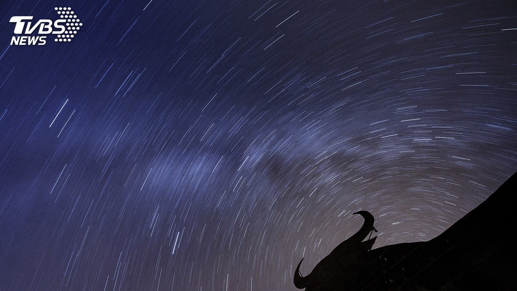 光害少、視野寬廣的地方為觀賞流星雨的最佳地點。示意圖/TVBS 許願去!寶瓶座流星雨這天大爆發 每小時可見50顆