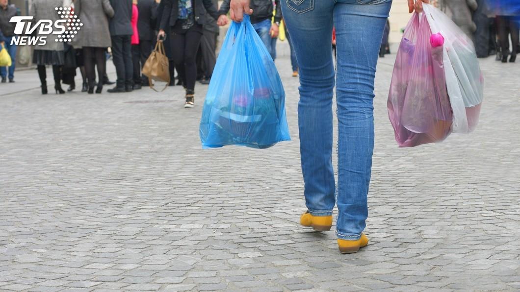 示意圖/TVBS 台灣擴大限用塑膠袋 新加坡還得加把勁