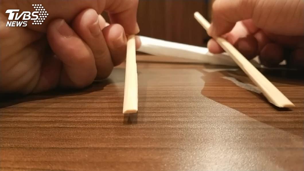 網友自嘲外送員有如免洗筷。 圖/TVBS 外送員自嘲「免洗筷」 他上網討拍反遭吐槽