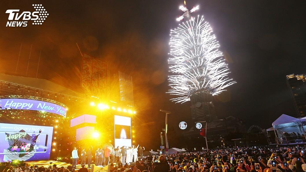圖/中央社資料畫面 跨年煙火 台北101:時間加長並沿用LED燈網