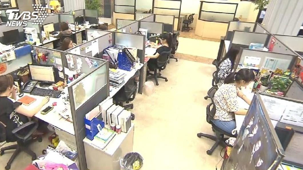 圖/TVBS 19日補班日 告訴你加班費怎麼算