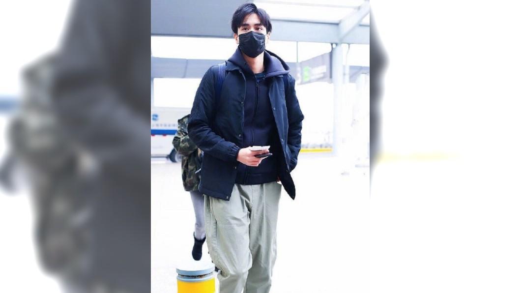 (圖/翻攝自每日娛樂圈爆料微博) 胡一天隨興亂髮現身機場 粉絲暴動:帥到分手