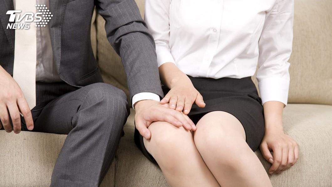 示意圖/TVBS 人夫偷吃同事還生2娃 妻見戶口名簿傻眼氣炸