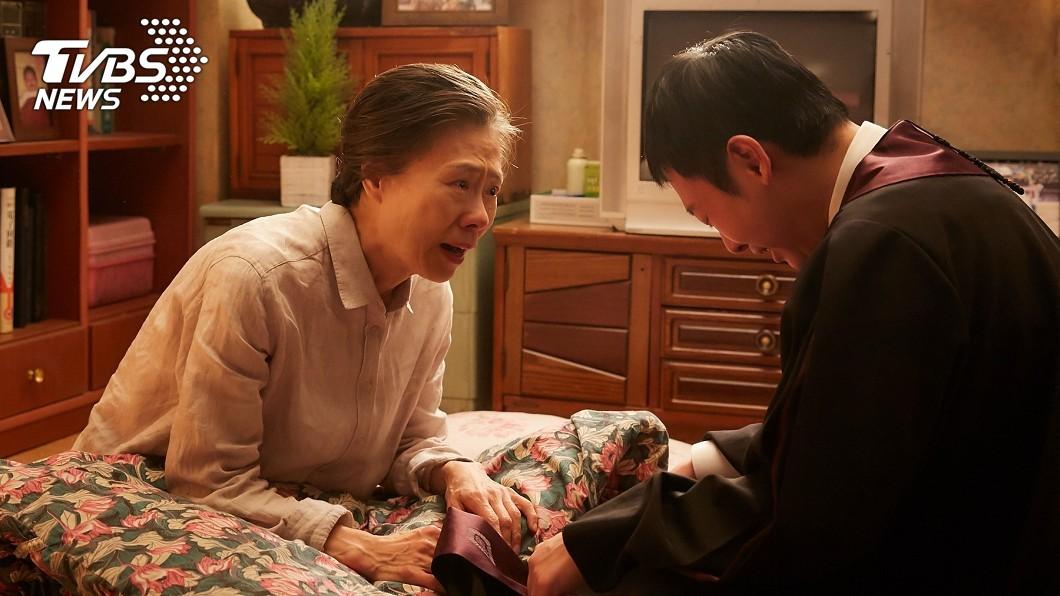 《與神同行》最讓人經典爆哭的一幕!(圖/采昌多媒體國際提供) 《與神同行》票房3.5億超《速》 聾啞母親身份曝光