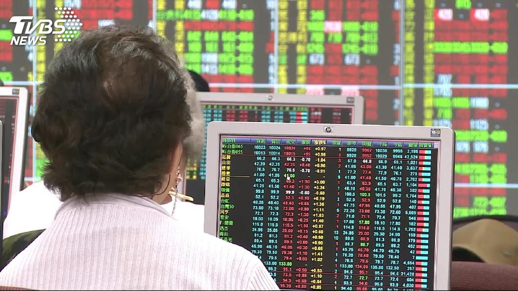 圖/TVBS資料畫面 美中貿易難平台股跌逾百點 製鞋三雄相對抗跌