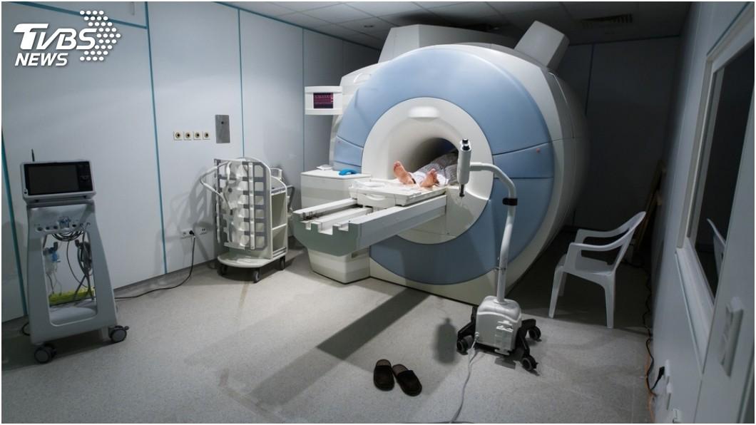 示意圖/TVBS 男探病被MRI儀器吸入! 全身腫脹爆血身亡