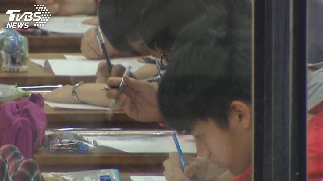 圖/TVBS 大學個人申請放榜 錄取率56.68%近4年新低