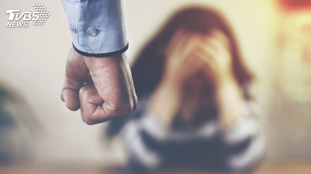 示意圖/TVBS 「打人像打畜生」身障女護母遭狂毆 刺死家暴父判10年
