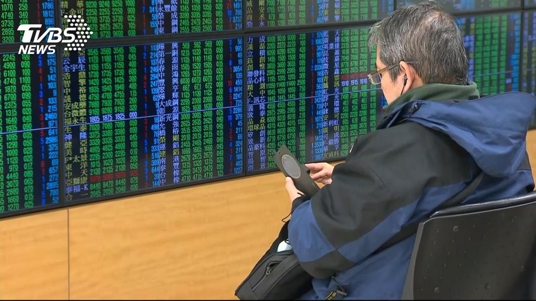 圖/中央社 台股跌破萬點 股王大立光重挫9%波段新低