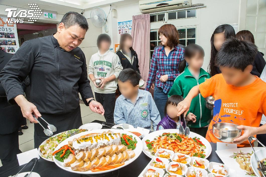 圖/業者提供 暖!飯店27道料理送育幼院 孩子:有史最棒一餐