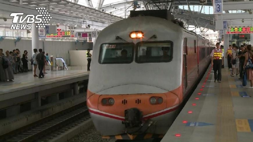 圖/TVBS 女搭火車遭噴黏稠物 男半裸辯「擠來擠去流出來」