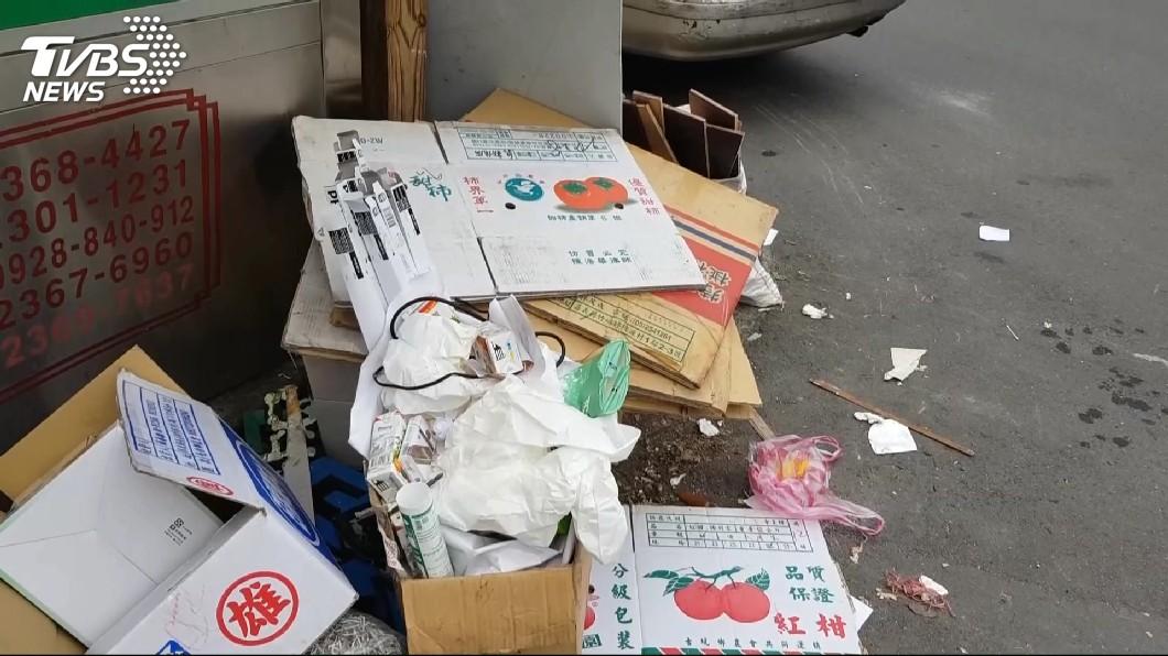 圖/TVBS 沒公德心!年前大掃除 垃圾堆「像山一樣高」