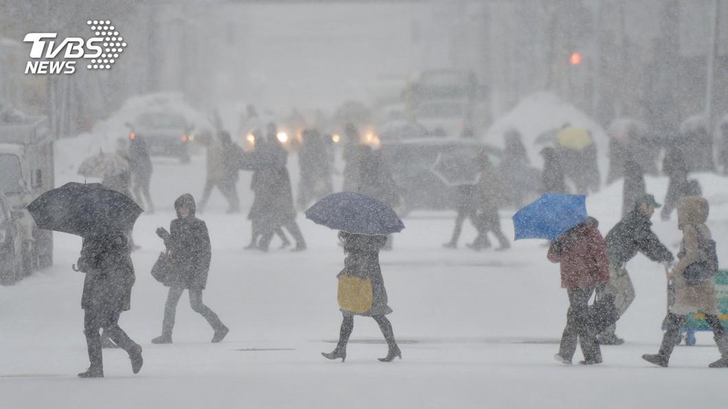 圖/達志影像美聯社 日本北部強風暴雪吹襲 部分積雪達2公尺