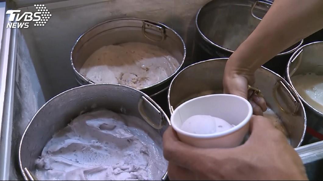 圖/TVBS 夯!宜蘭芋頭冰人超多 老闆挖到「手瘀青」