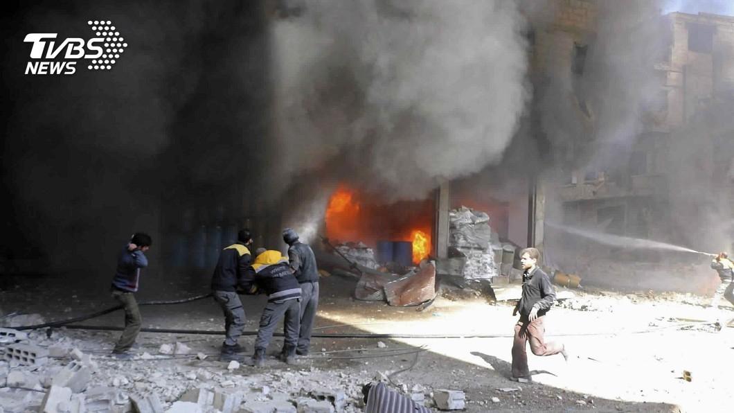圖/達志影像美聯社 敘國轟炸砲火猛烈 無辜平民至少百死