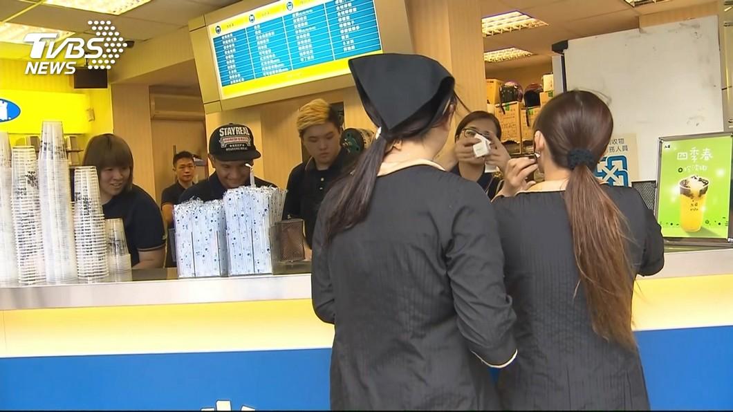 50嵐的推銷手法引起熱議。圖/TVBS 50嵐「推銷咒語」超煩人!店員嘆:不講會出事