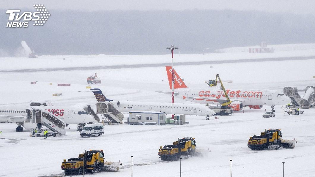 圖/達志影像美聯社 歐洲大雪持續發威 瑞士、都柏林機場關閉
