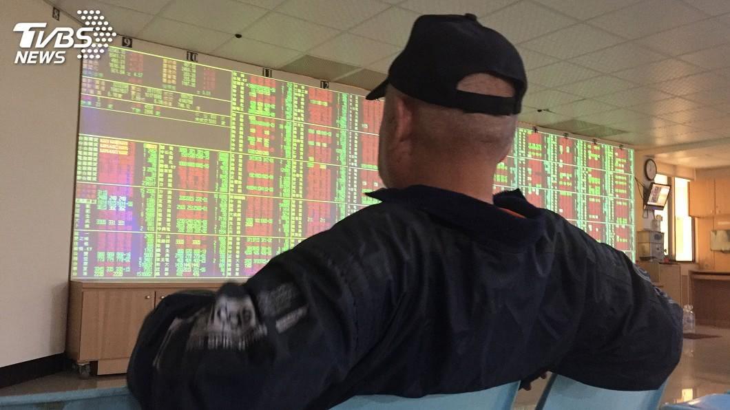 圖/中央社 台股攻上11000點 被動元件族群持續走強