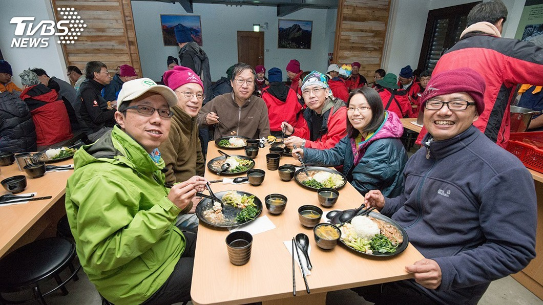 圖/中央社 排雲山莊供餐減廚餘 再背下山做清潔劑
