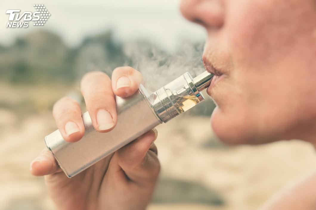 示意圖/TVBS 別再抽了!電子菸也含致癌物 這口味最毒!