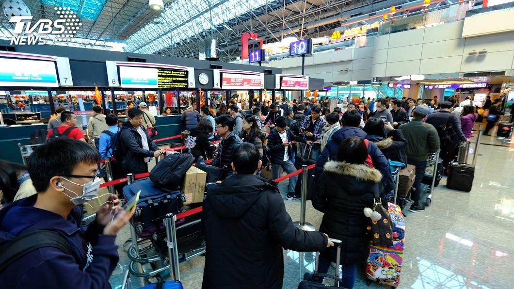民眾至泰國只要不攜帶超過等值2萬元泰銖的免稅品(自用的筆電、相機、手錶就非免稅品),即可通行綠色免申報通道順利入境。示意圖/中央社 遊泰國「相機、手錶」出境需申報?海關總署澄清為自主性