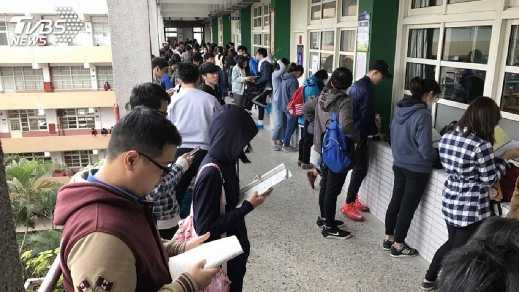圖/中央社 高中職免試入學!15萬人報名 10日放榜