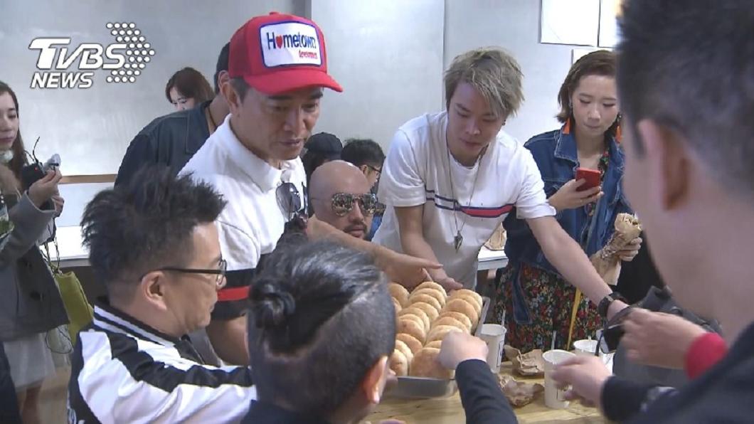 圖/TVBS資料畫面 一例一休害的!吳宗憲燒餅店收攤「哪個老闆受得了」