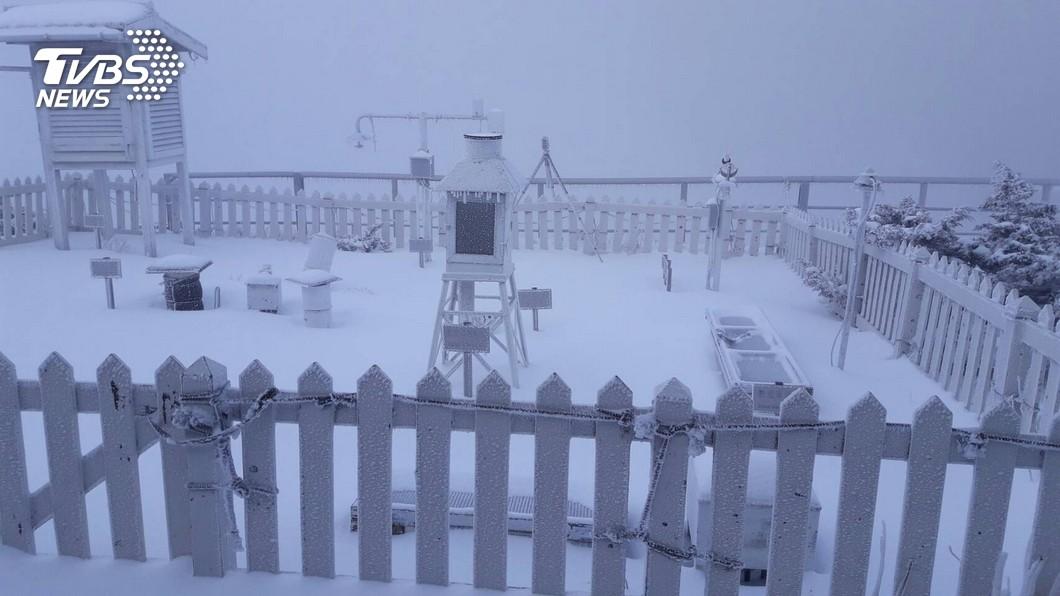 (圖/TVBS資料畫面) 北台濕冷連下7天雨 玉山「初雪時間曝」有望堆雪人
