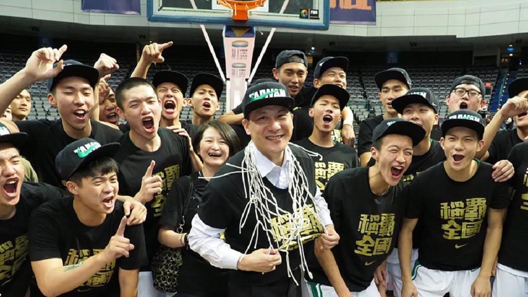 圖/HBL 粉絲應援團 快訊/綠色神盾!松山退能仁 奪HBL6冠