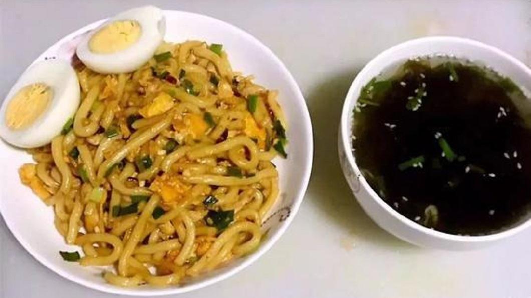 黃奇鑫說,自己設計這些菜單給父母吃,兼具營養和健康。