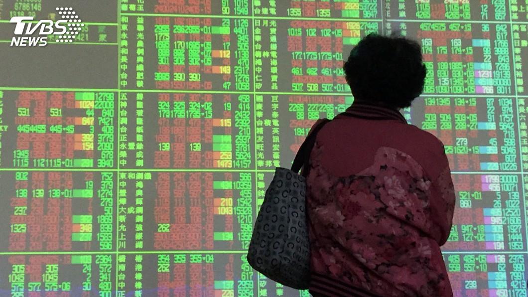 (圖/中央社資料照) 半導體股領軍攻高 台股12700點沒站穩