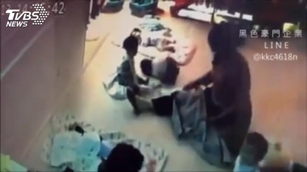 圖/翻攝自黑色豪門企業 8月大女嬰成出氣包遭保母狠摔 徐若瑄怒:學校沒責任嗎